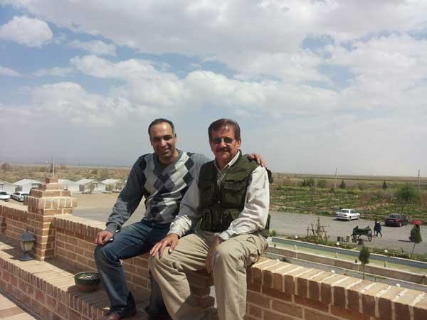 مهندس اشرف واقفی و محمدرضا شعبانعلی در کمپ کویری متین آباد
