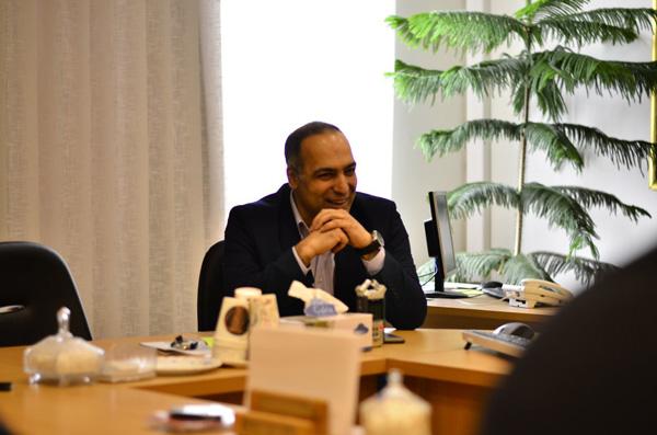 محمدرضا شعبانعلی در دفتر روزنامه همشهری