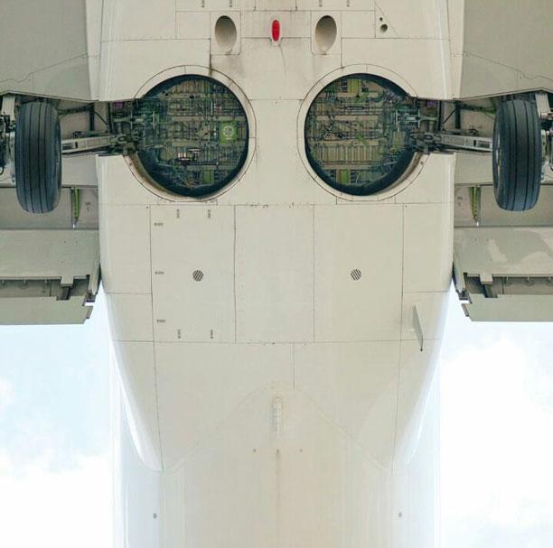 تصویر هواپیما از زیر