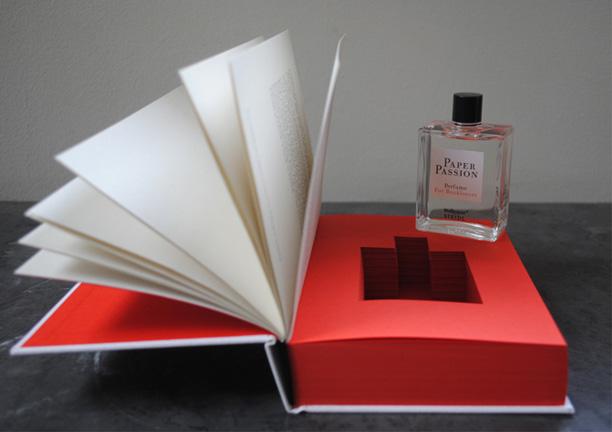 ادوکلن با بوی کتاب