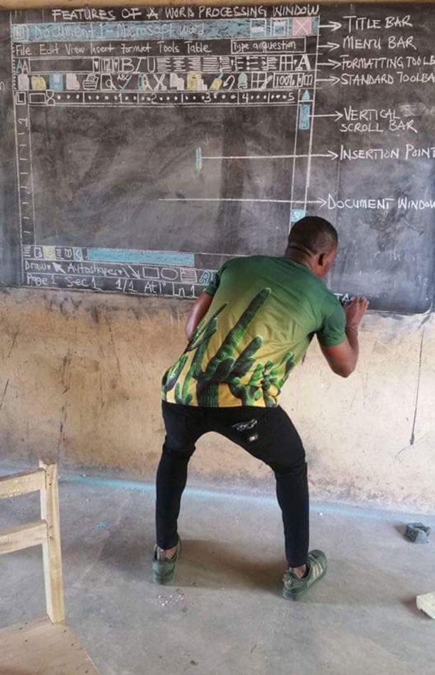 آموزش مایکروسافت ورد پای تخته با گچ در کشور غنا